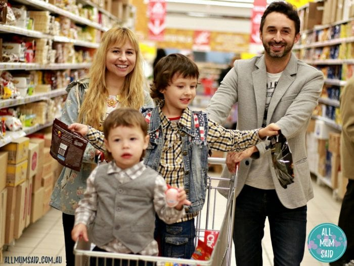 How to save money on your groceries | family buying food