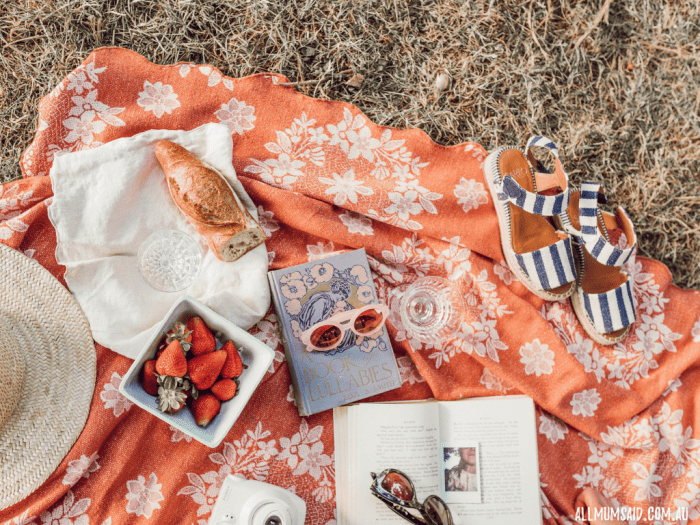 ways to use a swaddle blanket - picnic